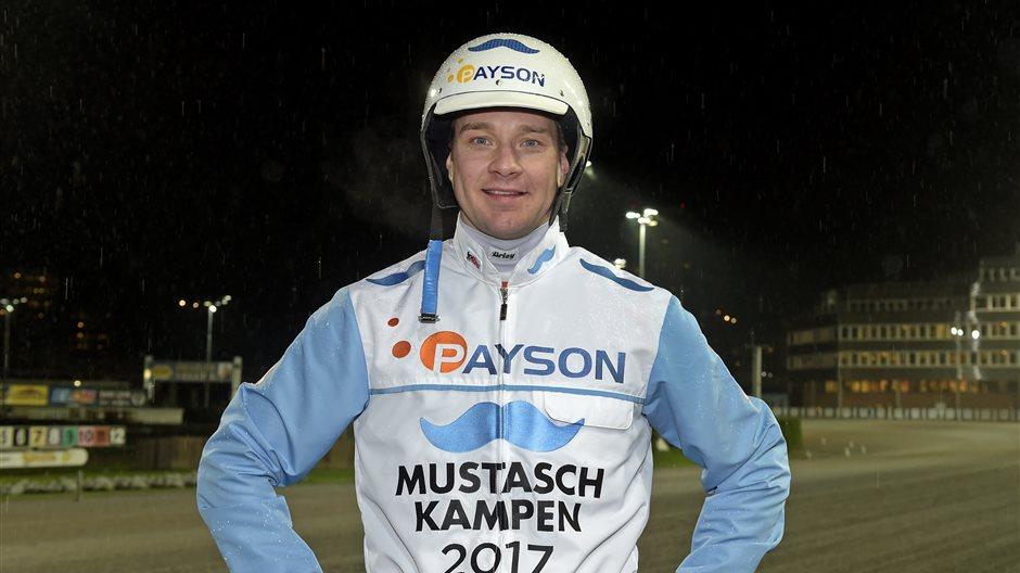 KENNETH HAUGSTAD MED MUSTASCHKAMPEN DRESS 2.JPG