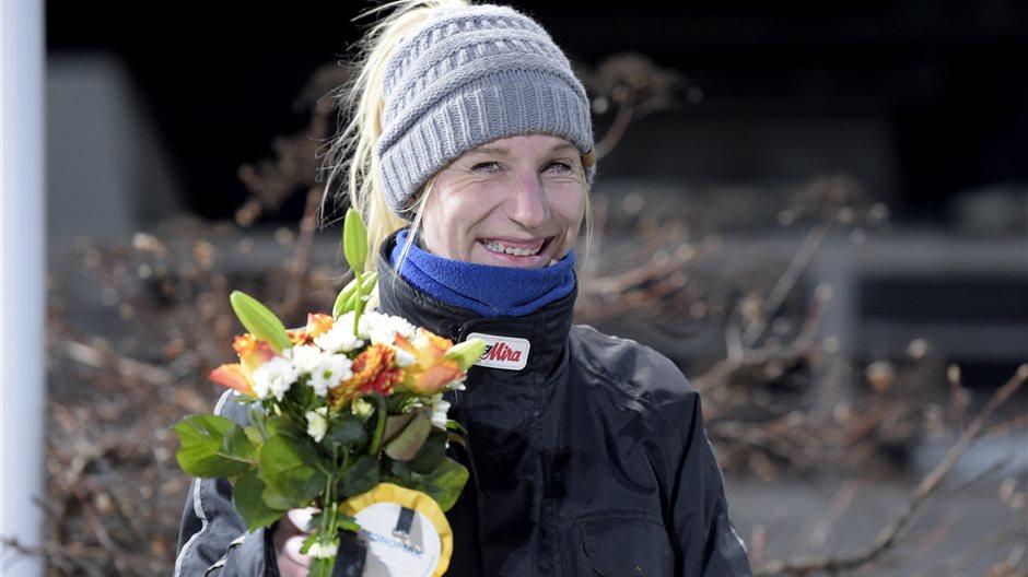 Sybille Tinter glad med blommor.jpg (7)